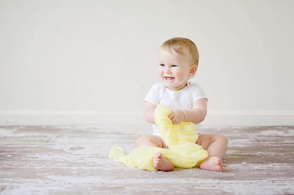 剛出生嬰兒要怎么帶,衣食住行都謹慎